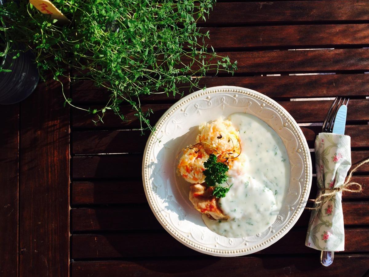 Vacsora 30 perc alatt: Rozmaringos csirkemell fokhagymás mártással